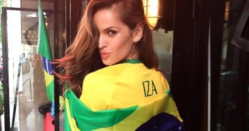 Голые бразильские модели на подиуме #13
