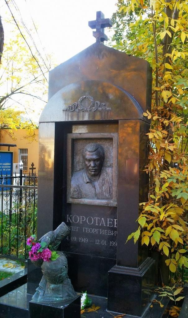 Цены на могилах памятники 90   из черного памятники из красного гранита киевская