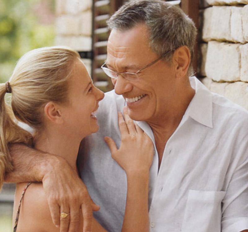 Сексуальные отношения со зрелым мужчиной видео разделяю