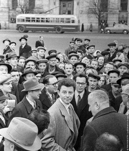 Жерар Филип, знаменитый Фанфан Тюльпан, среди москвичей, 1955 год. было, история, фото
