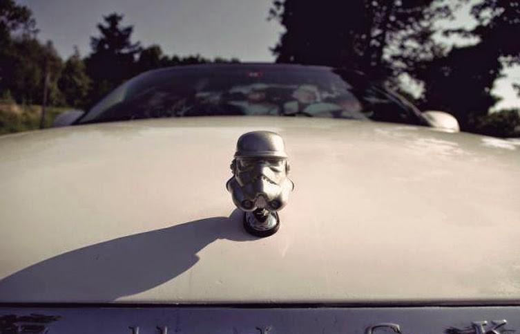 Или штурмовика из Звёздных войн авто, автомобилисты, прикол, фигурки на капоте, юмор