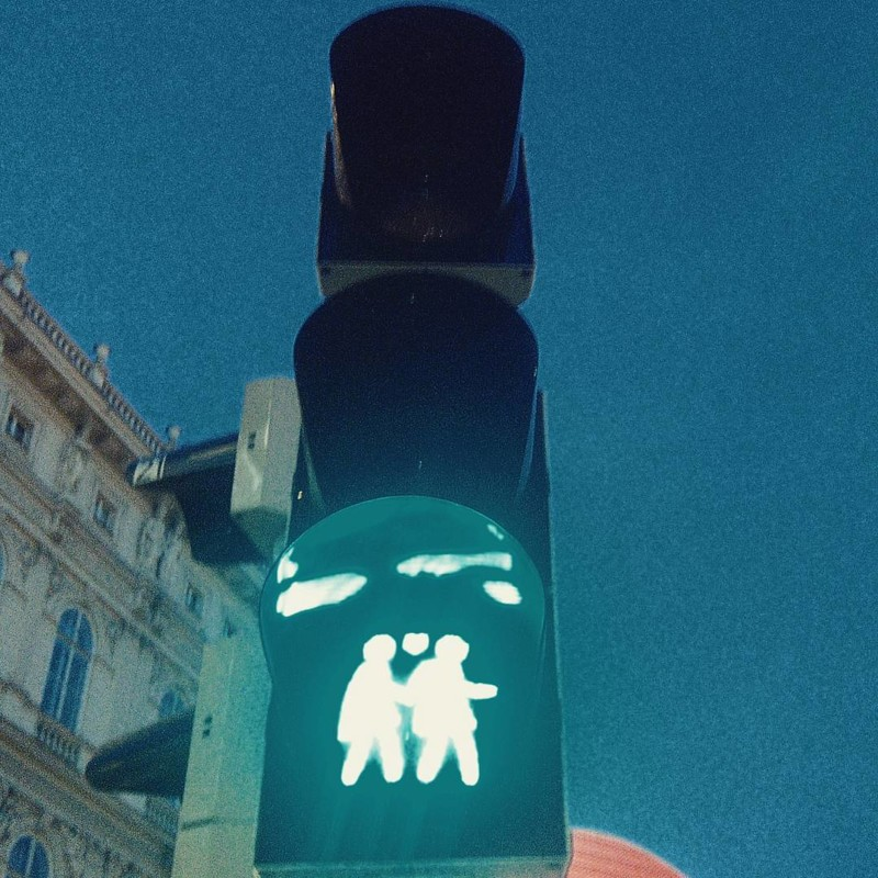 Немного кадров из толерантной Европы девушки, лесбиянки, прикол, юмор