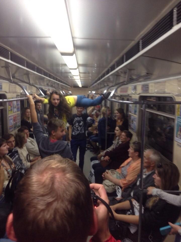 Парочка занялась сексом на рельсах в метро