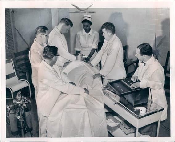 В качестве лечебного средства врачи регулярно использовали электрошок врачи, жестокое обращение с пациентами, психи, психиатрическая больница