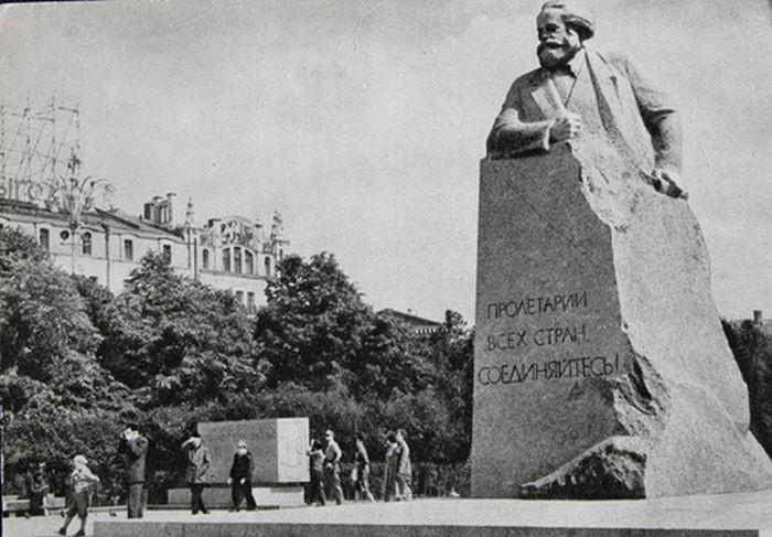 Памятник негру бегуну