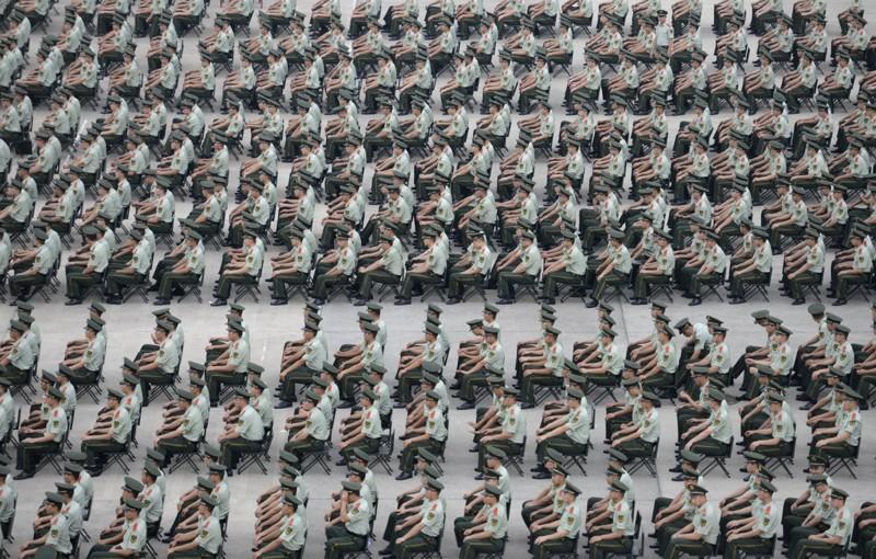 Более тысячи служащих военной полиции участвуют в учениях в Нанкине, провинция Цзянсу. китай, люди, население