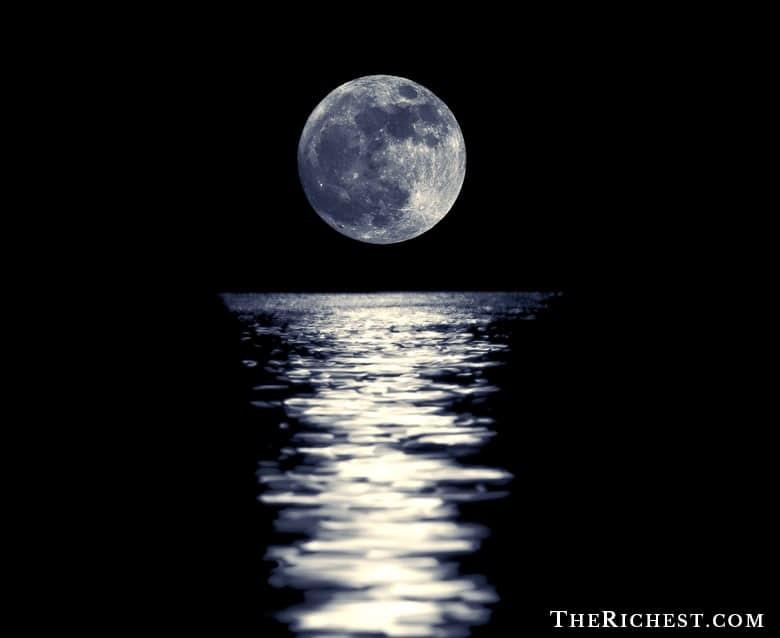 8. Луна влияет на приливы и отливы морей и океанов луна, факт