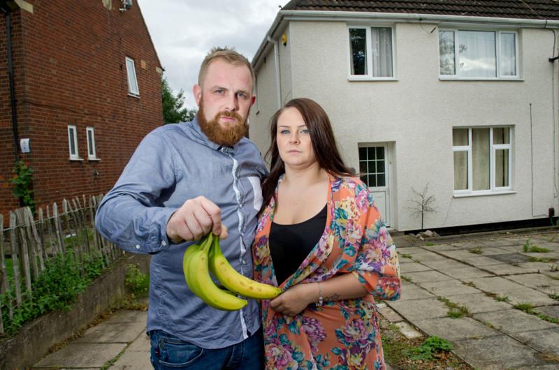 Семья сбежала из родного дома из-за пауков, вызывающих 4-часовую эрекцию Эрекция, банан, паук