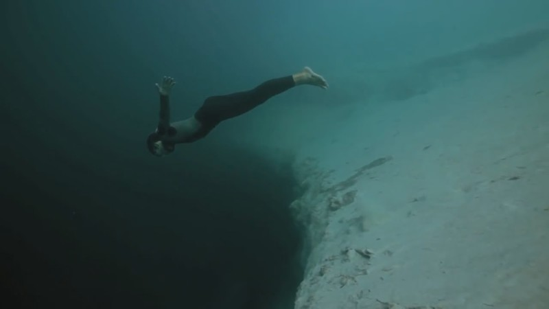 Секс с девочками в купальниках под водой с аквалангом