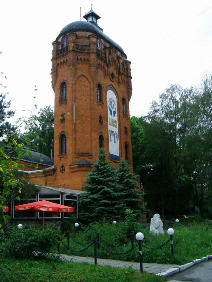 Старая водонапорная башня в центре челябинска