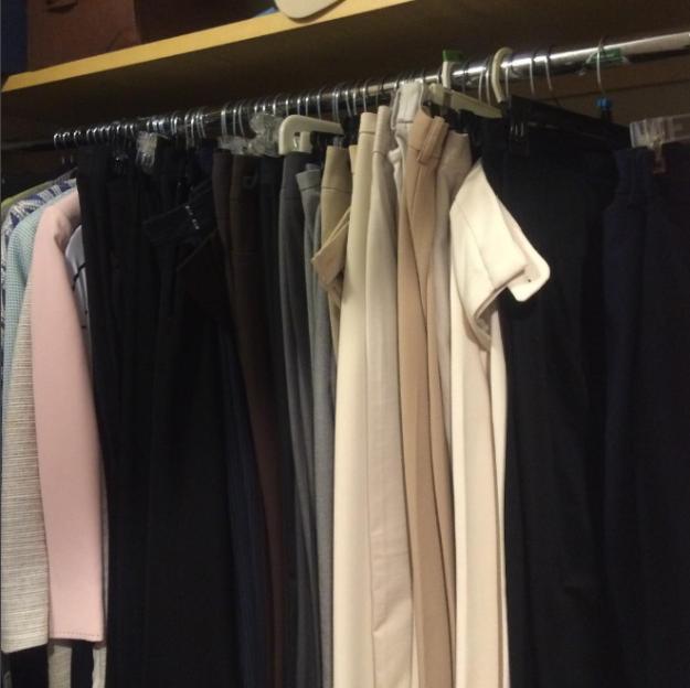 7. Остальные распределите по цвету, чтобы быстрее планировать наряды гардероб, одежда, советы, хитрости