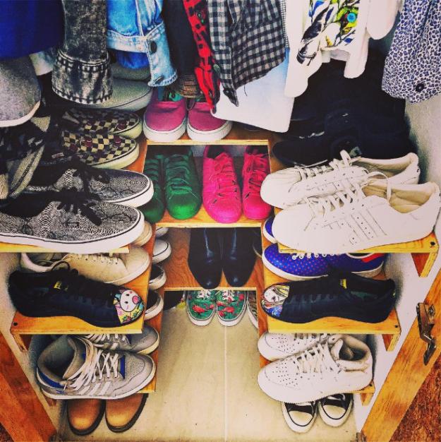 9. Стандартные подставки для обуви – отличная вещь, но работает не для любой обуви. Сделайте дешевые полки своими руками! гардероб, одежда, советы, хитрости