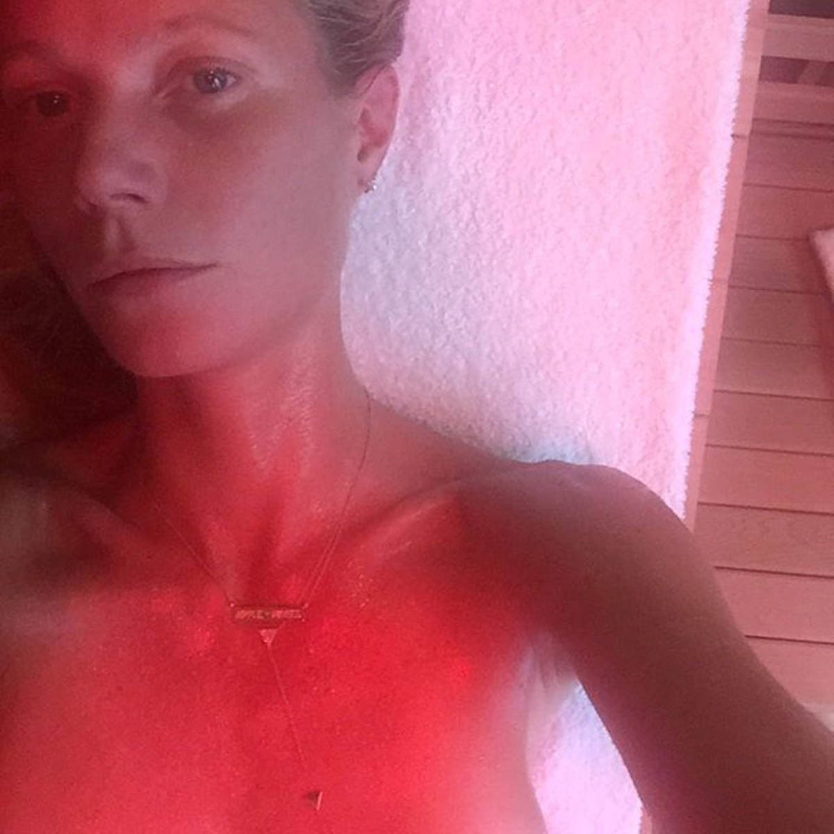 foto-otkrovennoe-v-saune-vospitanniy-pizdoy-podkabluchnik-kartinka