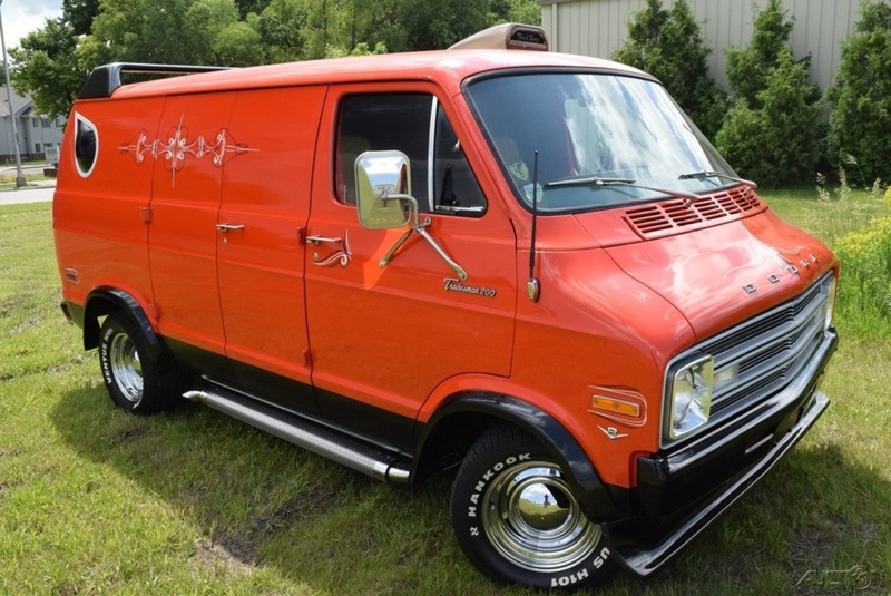 Золотое время хиппи - 1976 Dodge Tradesman Goodtimes Conversion Van