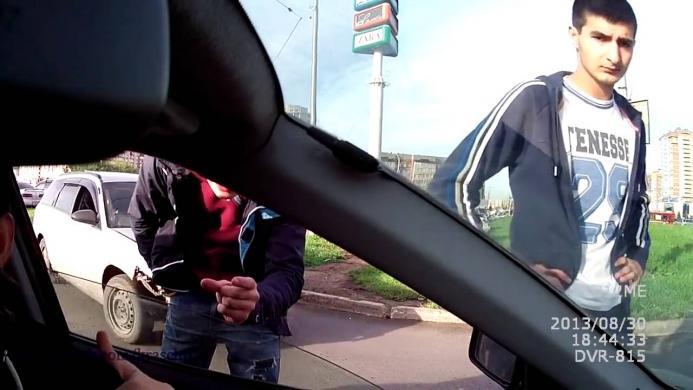 Целовашки в машине видео #9