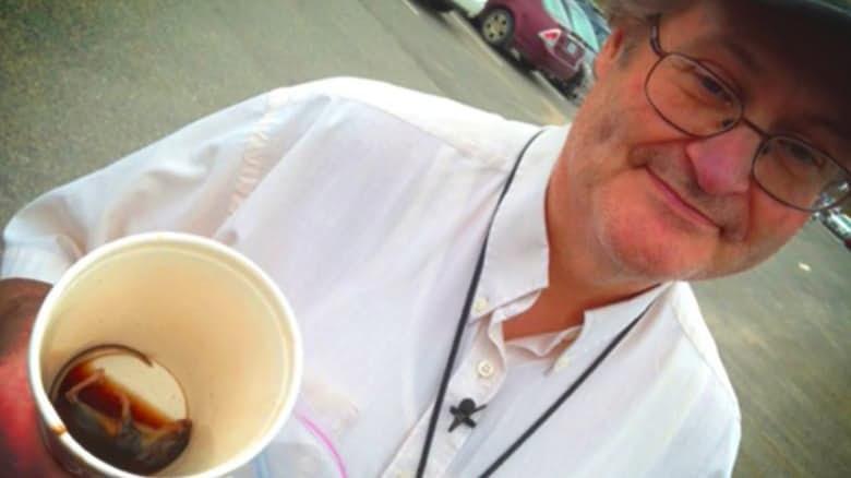 """Картинки по запросу на дне своего стаканчика с кофе из """"Макдональдс"""" нашёл мёртвую мышь"""