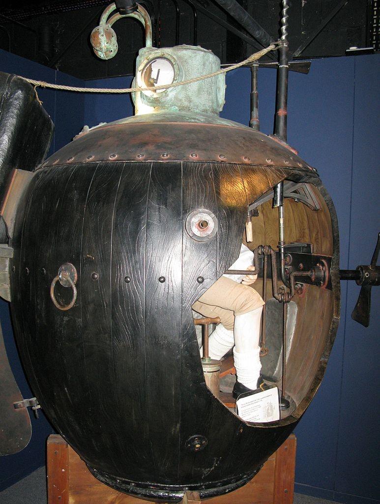 Кто придумал первую в мире подводную лодку