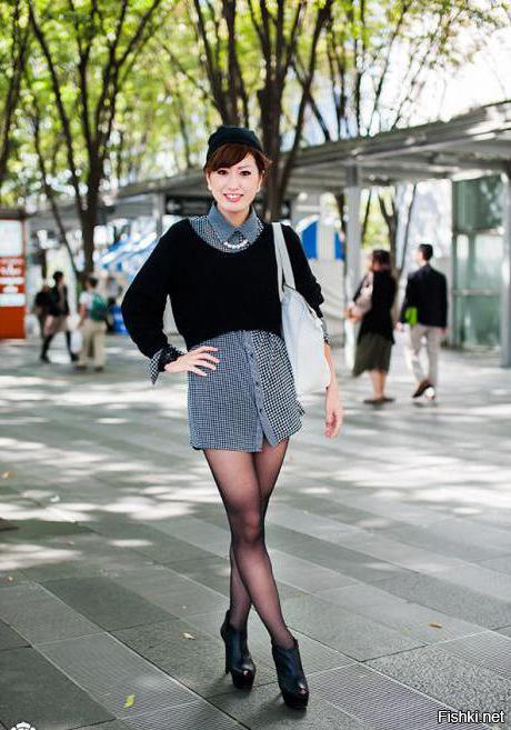 Зачем девушки скрещивают ноги когда стоят на остановке