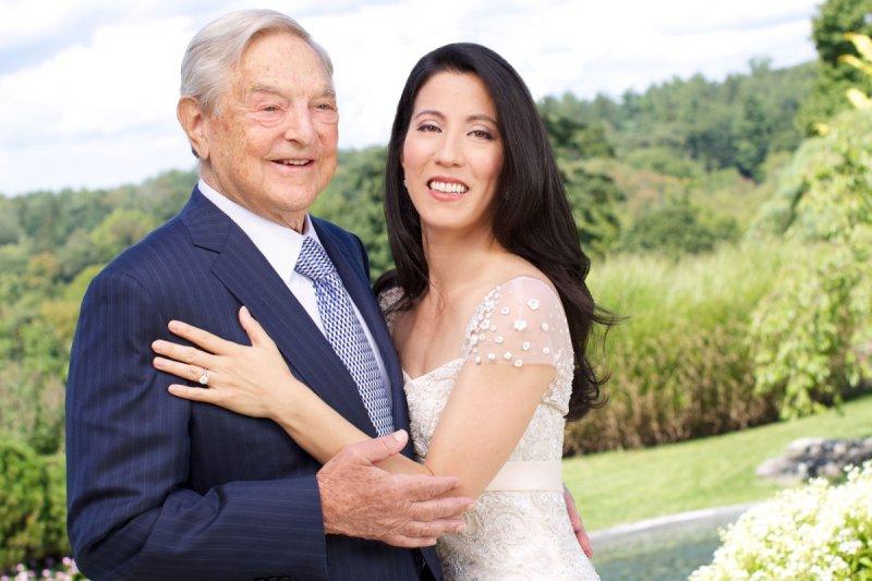 Джордж Сорос и его жена Тамико Болтон Трамп, богатые жёны, миллиардеры, супруги