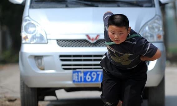 Янг Джинлонг дети, силачи, удивительное рядом