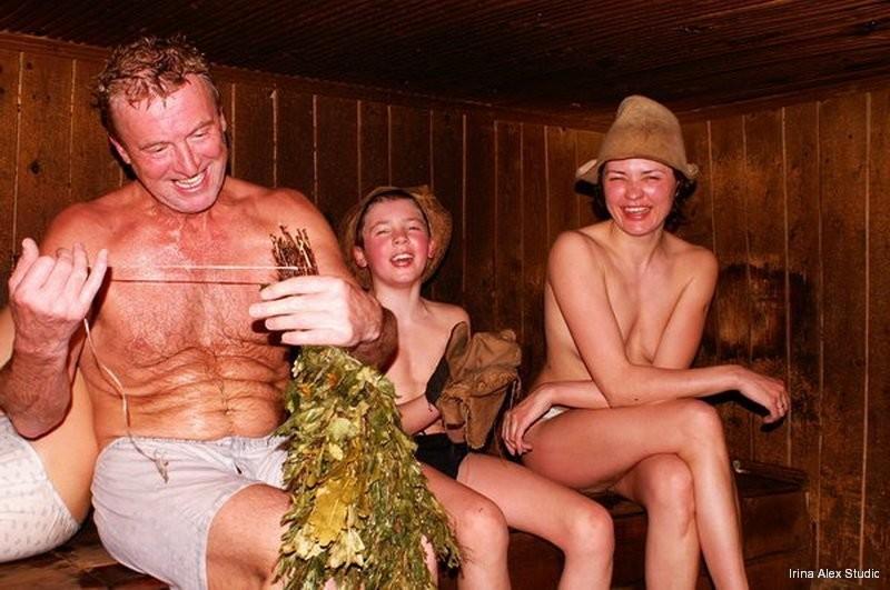 Деревенски бабы моеться в бане