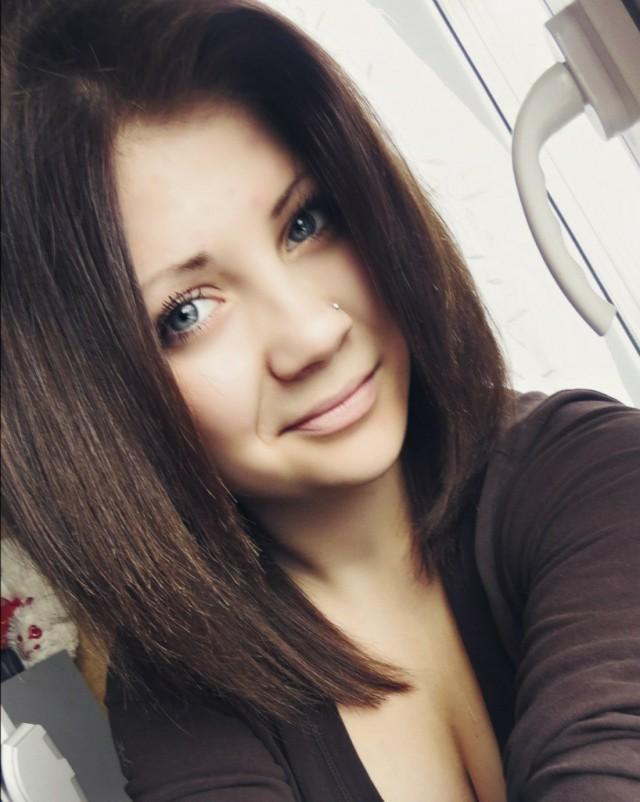 Фото красивых девушек брюнеток из соцсетей