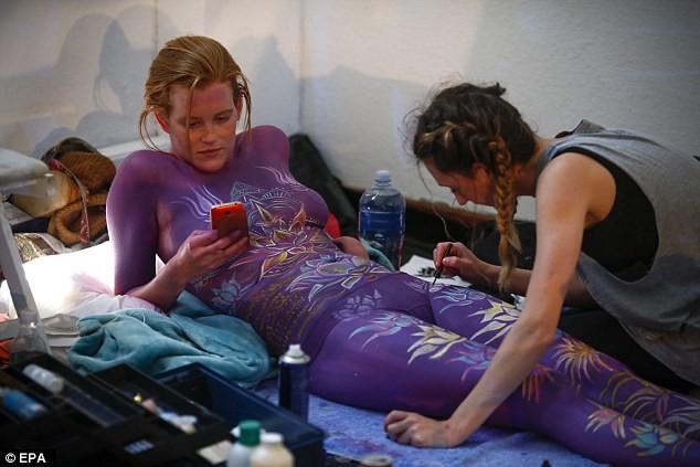 derut-obnazhennie-afrikanskie-modeli-foto-hudie-porno-video