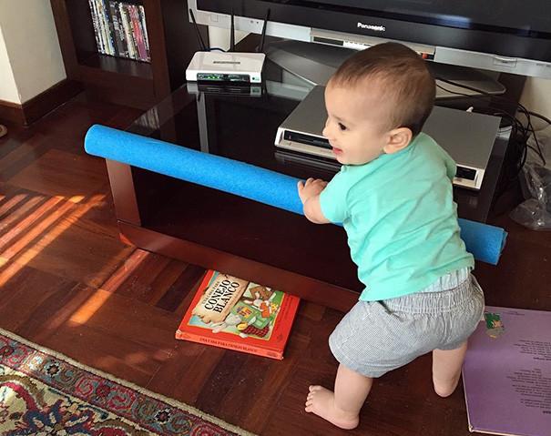 Аквапалка поможет обезопасить для ребенка острые углы мебели воспитание, дети, советы, хитрости