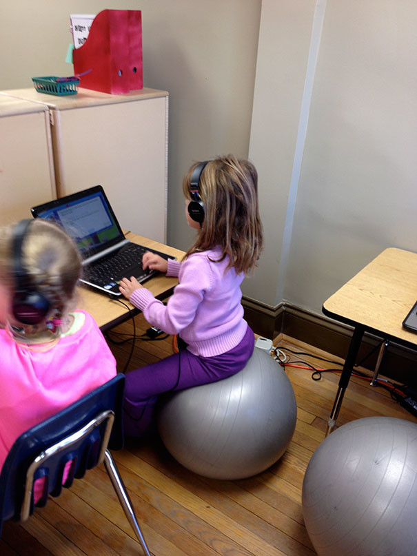 Если вы разрешите ребенку делать домашнюю работу, сидя на гимнастическом мяче, он будет садиться за нее с куда большей охотой  воспитание, дети, советы, хитрости