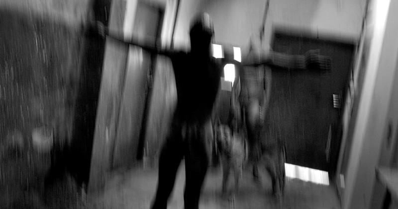 Первый секс в камере пыток девочки видео