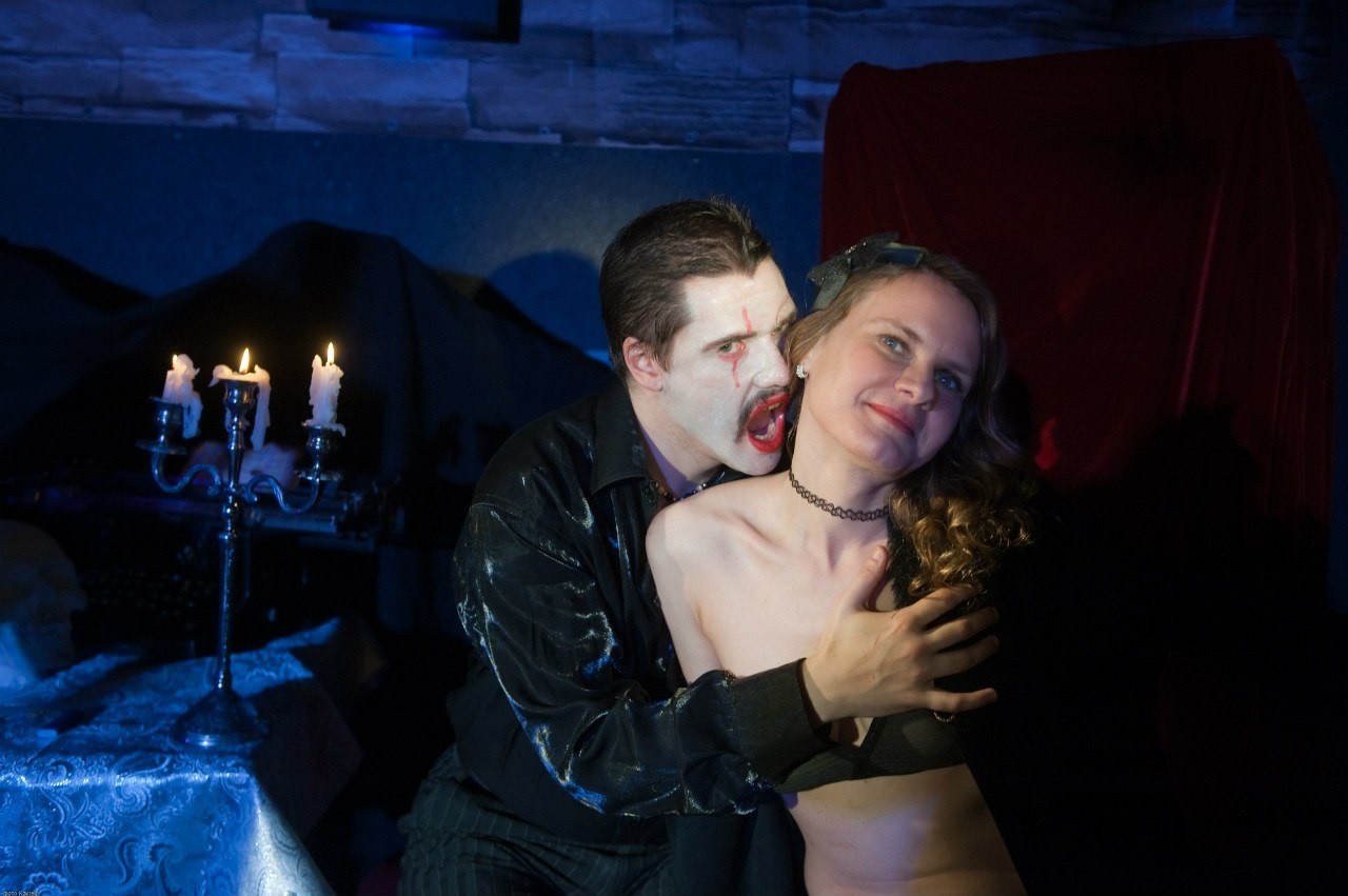 Театр с голыми актрисами, полная версия спектакля с голыми артистами на сцене 17 фотография