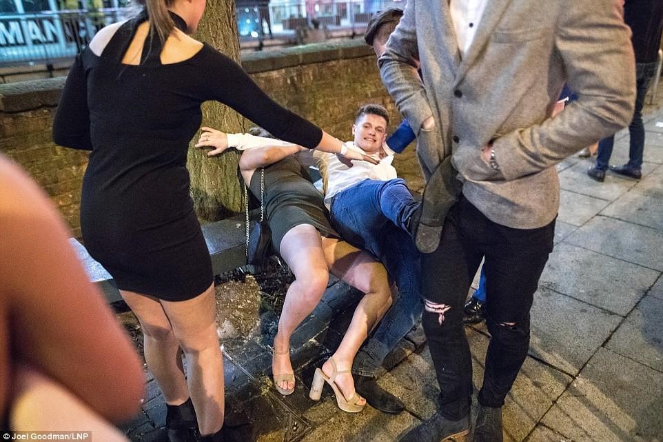 дернул фото пьяные женщины на корпоративах сделать