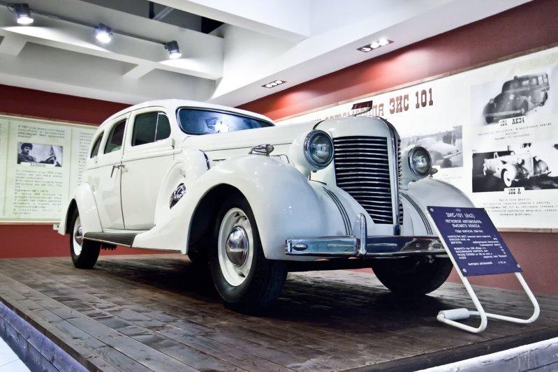 Первый экспонат, который встречает посетителей в новом музее – ЗиС 101, выпущенный в 1936 году.  автомузей, зил, музей