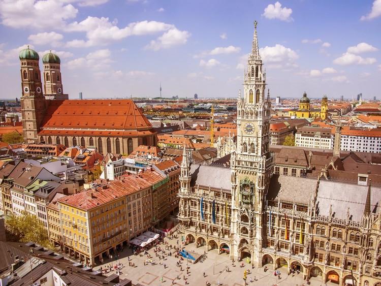 Поднимитесь на башни знаменитого мюнхенского Фрауенкирхе (Собора Пресвятой Девы Марии), откуда открывается захватывающий дух вид на город и далекие Альпы. германия, путешествие