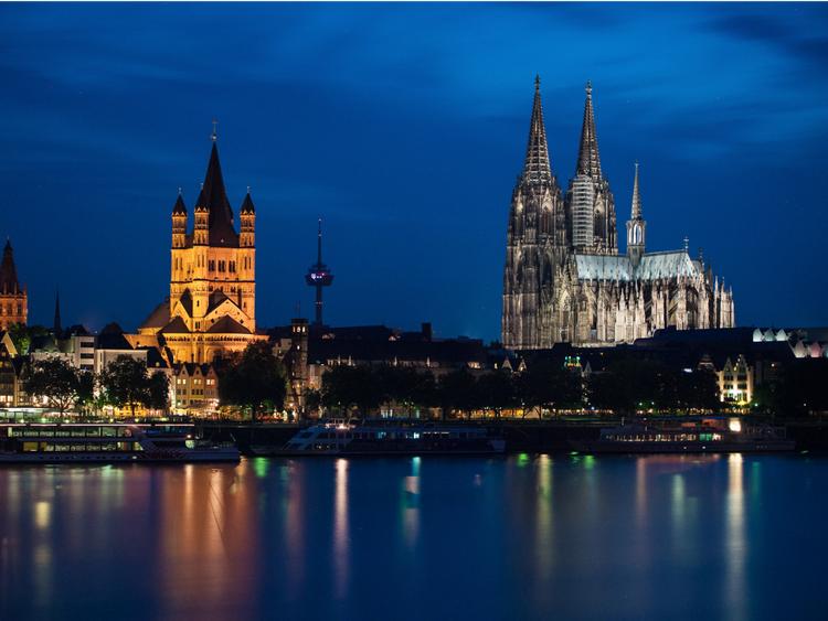 В Кельне с IV века нашей эры строилось множество соборов, но известен он стал благодаря одному готическому шедевру — Кельнскому собору, строительство которого началось в 1248 году и продолжалось до 1880-го германия, путешествие
