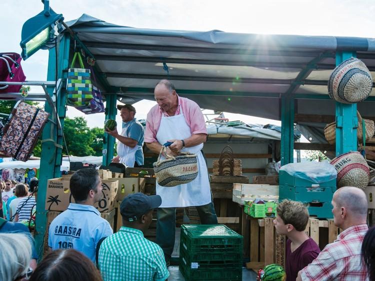 На рыбном рынке Гамбурга, который существует уже триста лет, можно попробовать свежих морепродуктов. Кроме рынка под открытым небом, внимания заслуживает и историческое здание бывшего рыбного аукциона. германия, путешествие