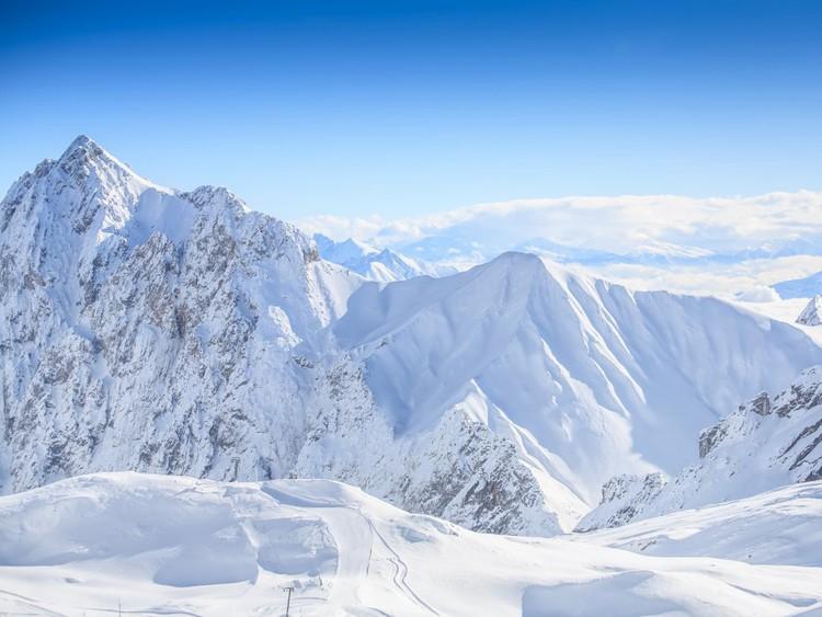 Прогуляйтесь пешком, прокатитесь на лыжах или велосипеде в Баварских Альпах. На границе между Германией и Австрией находится крупнейшая вершина — гора Цугшпитце (2962 метра), где лыжный сезон не закрывают до мая. германия, путешествие