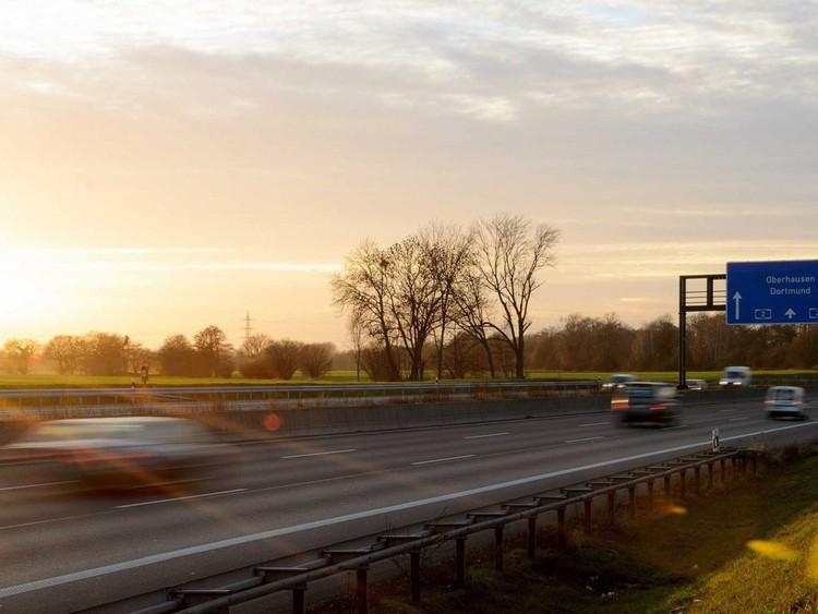 Разгонитесь на автобане — на 60% немецких шоссе вообще нет ограничения скорости, а на остальных можно ехать со скоростью до 100−120 км/ч. германия, путешествие