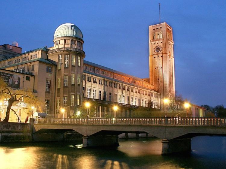 Посетите Немецкий музей в Мюнхене, он же просто Немецкий музей — один из старейших и крупнейших научно-технических музеев мира. В его коллекции хранится неисчислимое множество самых любопытных вещей, созданных руками человека. германия, путешествие