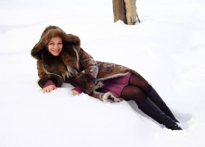 девушка снег пальто загрузить