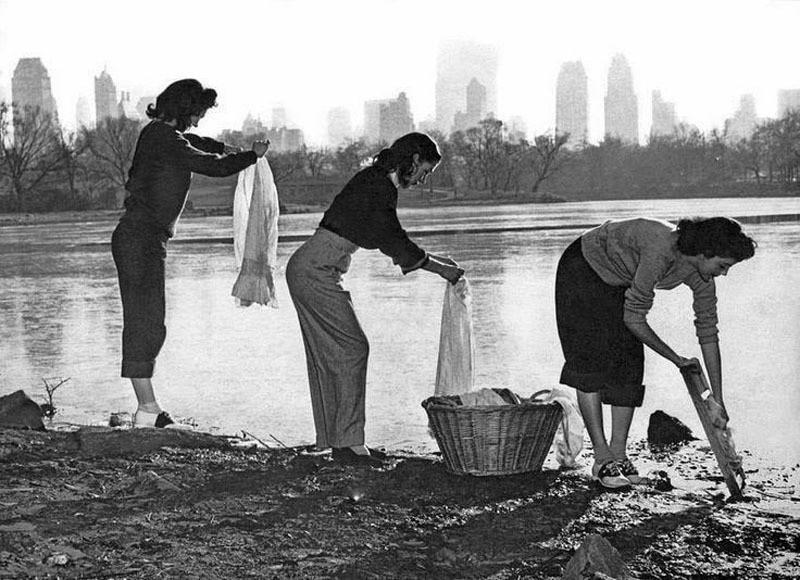 1949. Женщины стирают белье в Центральном парке во время перебоев с водой. Нью-Йорк. интересно, история, фото
