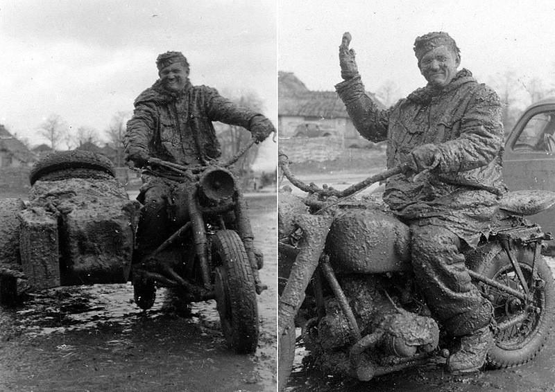 1943 год. Немецкий мотоциклист показывает, что это такое — русская распутица. интересно, история, фото