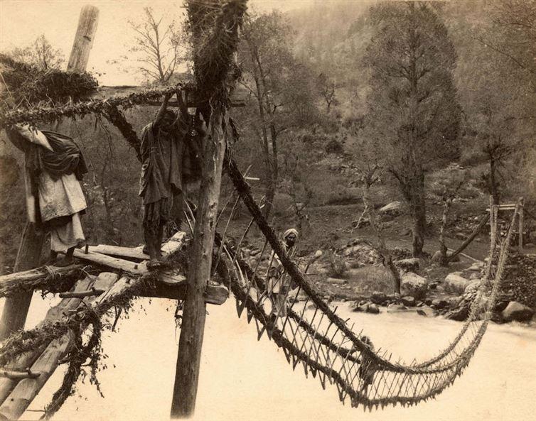Веревочный мост в Индии, 1870 г. интересно, история, фото