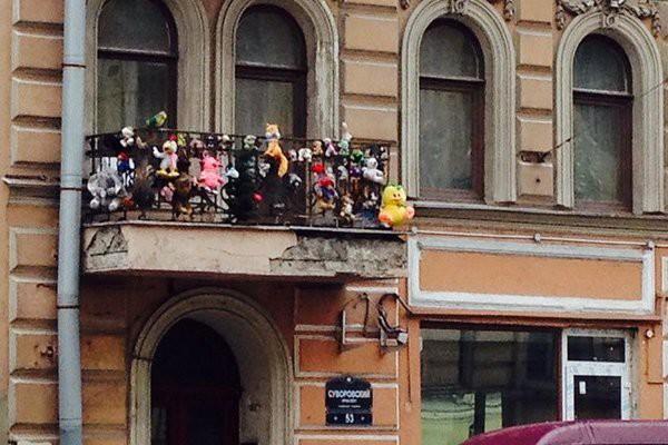 15 przedziwnych balkonów z całego świata. Szokują każdego kto je zobaczy