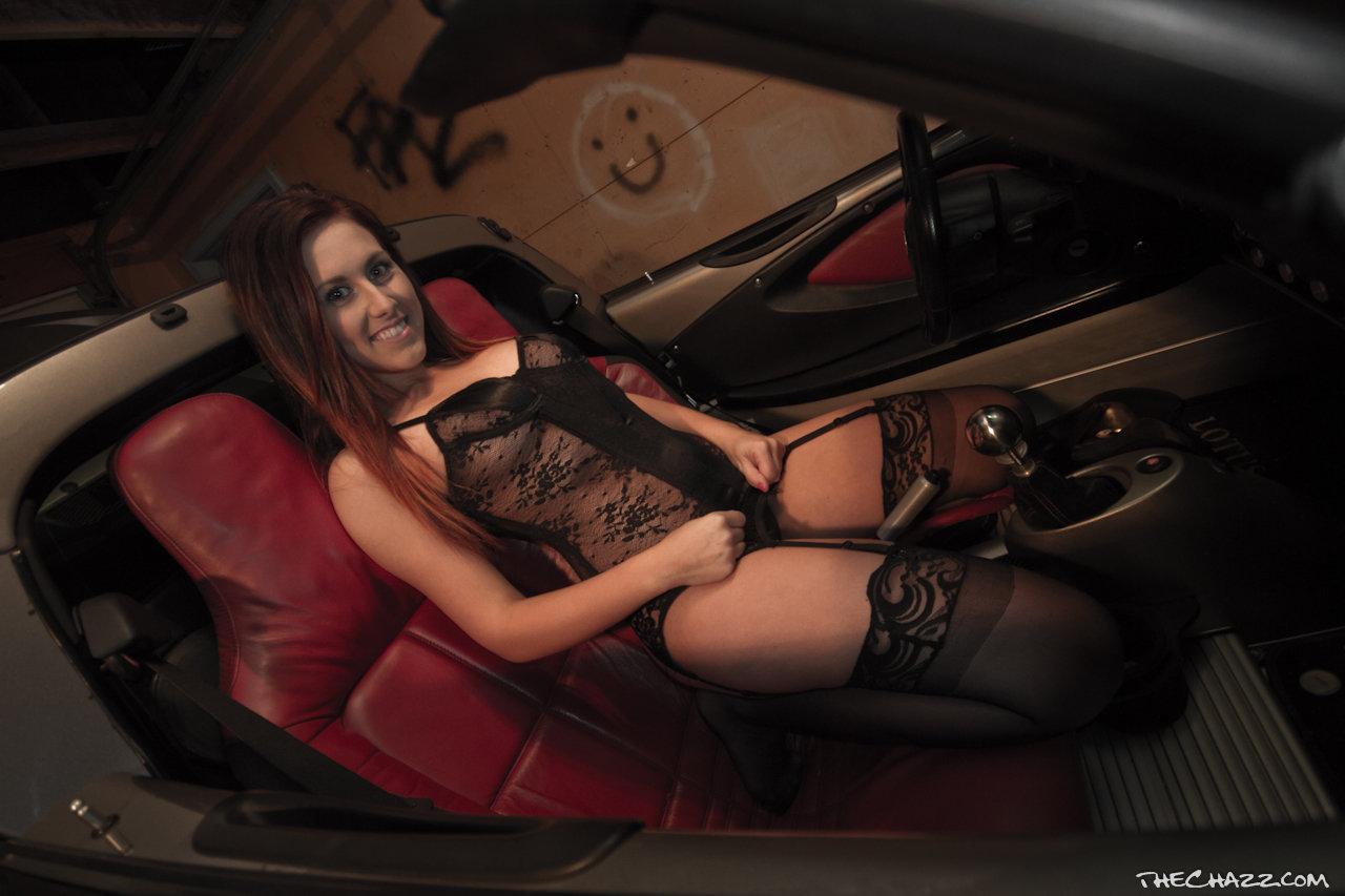 Смотреть секси и секси машины, В порно видео секс машины жестко трахают девушек 15 фотография