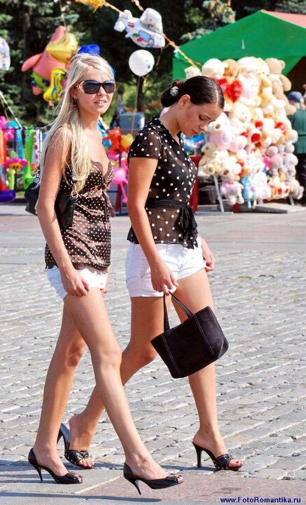 Маленькие девочки секси в юбках