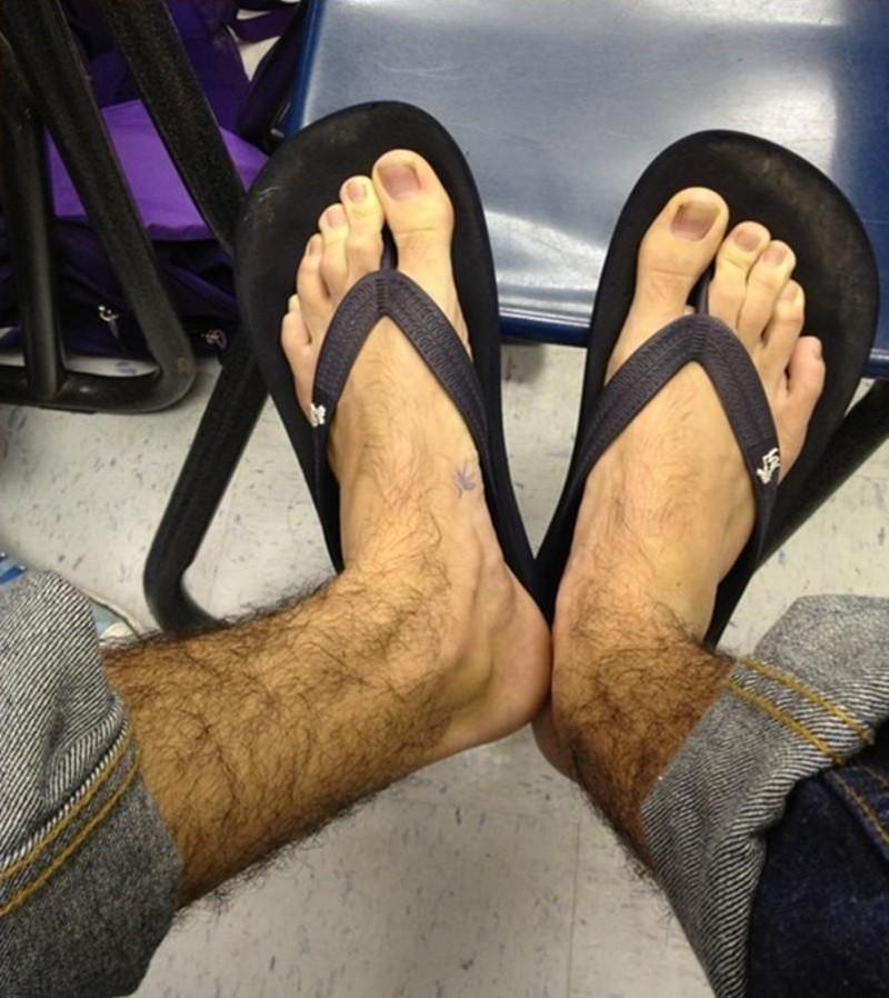 фото женских волосатых ног когда она