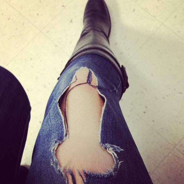 Рука между ног у девушки в джинсах фотки — photo 5