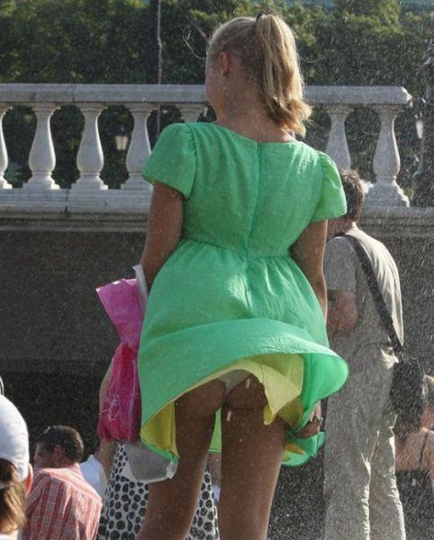 Ругаются русские желтое платье задралось на ветру