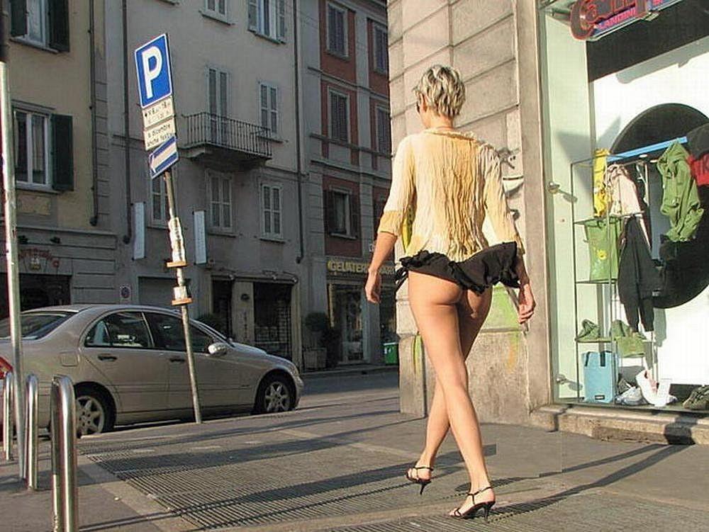 Задирают на улице юбку онлайн, русская брюнетка частные фото москва порно